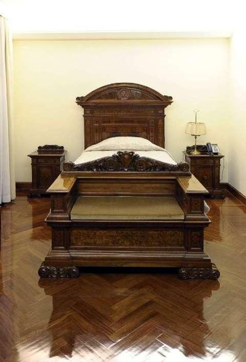 La camera da letto di papa francesco a santa marta - Camera da letto del papa ...