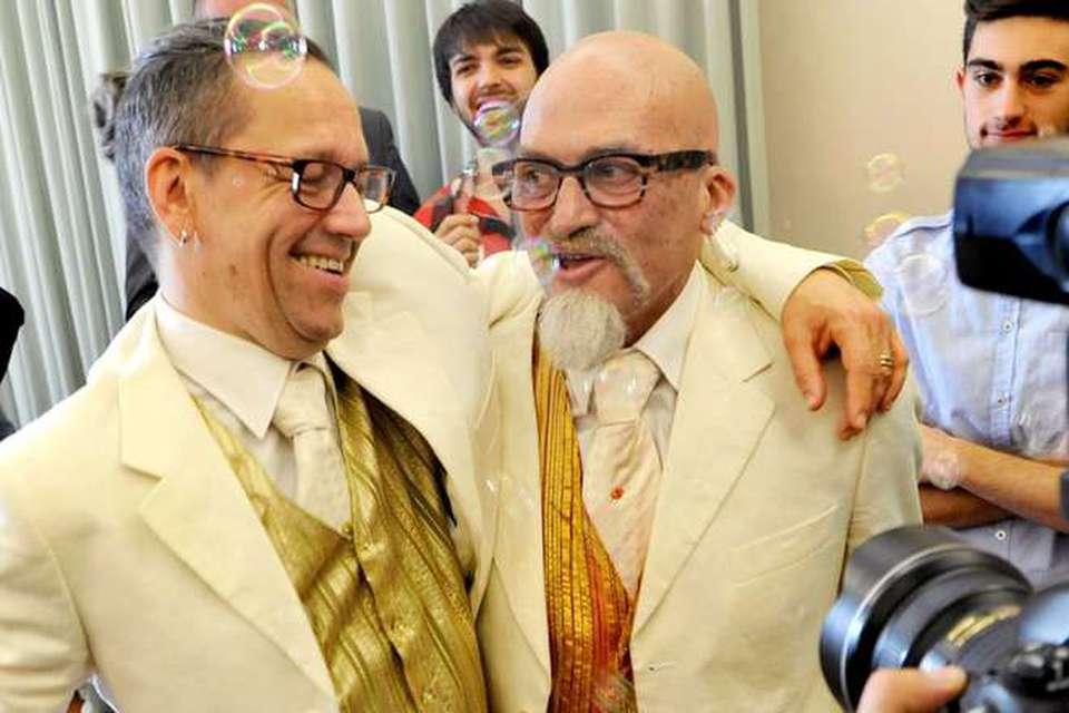 Primo Matrimonio Gay Toscana : A fano registrato il primo matrimonio gay corriere
